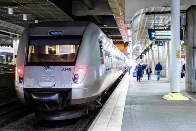 SJ-tåg på tågstation