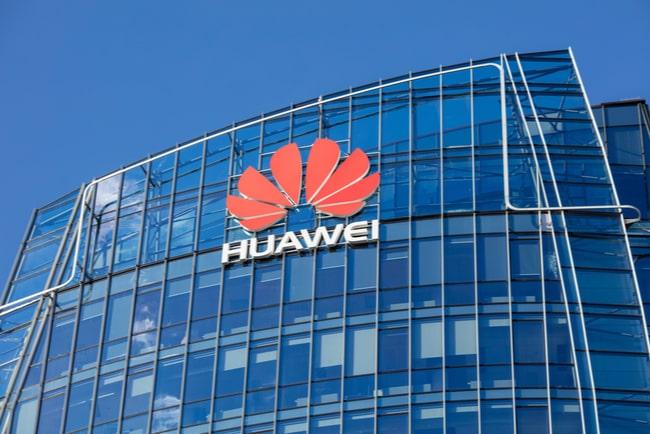 Huaweis logga på glasfasad