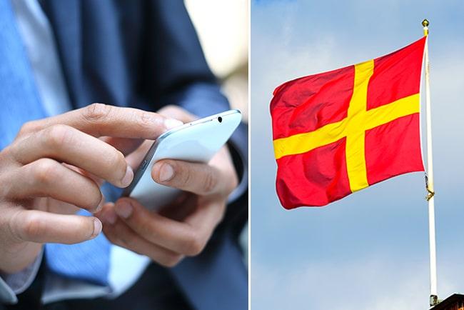 En man med telefon och Skånes flagga