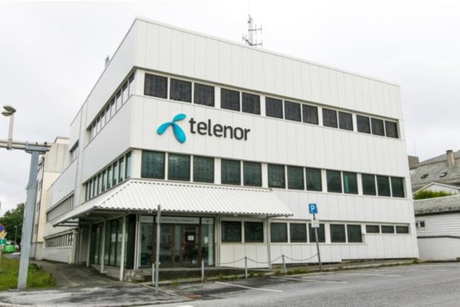 Telenors logga på vitt hus